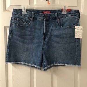 GUESS JEAN SHORTS NWT 32/14 MEDIUM WASH FRAY HEM